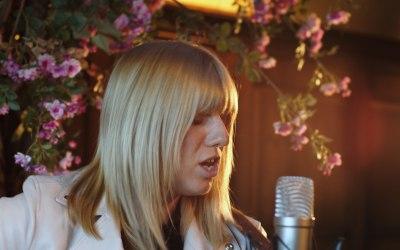Chloe Acoustic 8