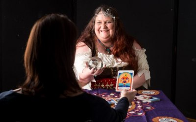 Dee Vynar psychic for hire