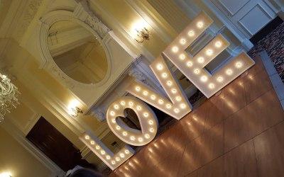 Illuminated lettering