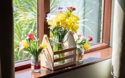 Windowsill decorations