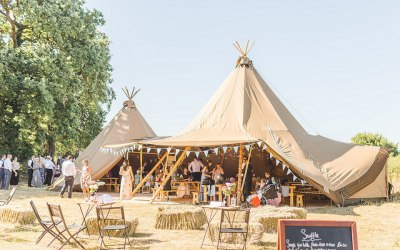 Laura & Chris' summer tipi wedding