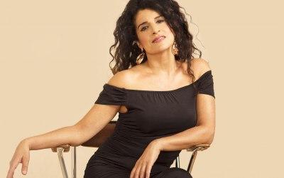 Ana Leon Singer 1