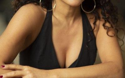 Ana Leon Singer 4
