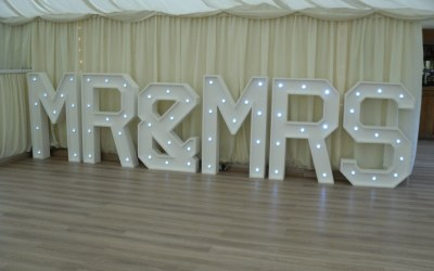 hire giant mr & mrs letters