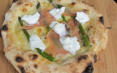 Garlic oil and fior di latte base with Parma ham, asparagus and buffalo mozzerella