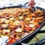 Paella pan catering